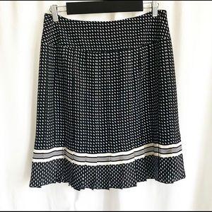 Jones New York black & white print pleated skirt